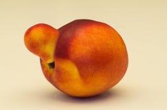 Fruit jaune de nectarine avec l'anomalie photographie stock libre de droits
