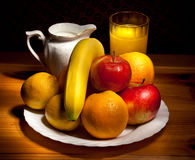 Fruit, kop met sap Royalty-vrije Stock Fotografie