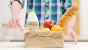 Fruit local de lait du marché d'agriculteur de produit biologique d'achat clips vidéos