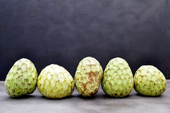 Fruit mûr de chérimolier Image stock