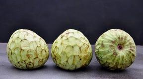 Fruit mûr de chérimolier Photographie stock libre de droits