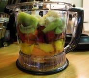 Fruit in Mixer Royalty-vrije Stock Afbeeldingen