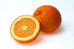 Fruit orange demi et entier d'isolement sur le blanc Image libre de droits