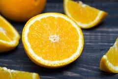 Fruit orange sur le fond en bois brun Image stock