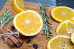 Fruit orange sur le fond en bois brun Photo stock