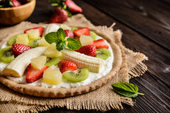 Fruit pizza with banana, kiwi, strawberry, pineapple Royalty Free Stock Photos