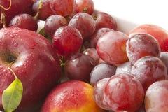 Fruit.Red appel en druiven Stock Foto