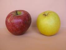 Fruit rouge et jaune de pomme Photos stock