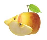 Fruit rouge et jaune de pomme avec la feuille verte d'isolement sur le blanc Photographie stock