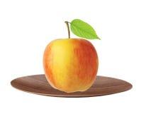 Fruit rouge et jaune de pomme avec la feuille verte du plat d'isolement dessus Photographie stock libre de droits