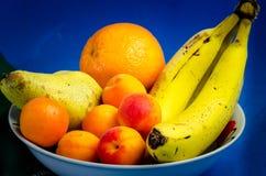 Fruit savoureux de bol de fruit d'été et sain frais d'été photos libres de droits