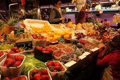 Fruit seller at La Boqueria,Barcelona Royalty Free Stock Images