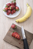 Fruit slices on a cutting board Royalty Free Stock Photography