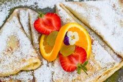 Fruit sur une crêpe Image stock