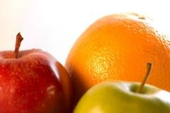 Fruit tegen witte achtergrond stock foto's