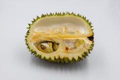 Fruit tropical de durian sur le fond blanc Roi des fruits Demi coupe de durian avec la graine Photo exotique de studio de fruit images libres de droits