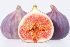 Fruit van verse die fig. op witte achtergrond worden geïsoleerd Stock Afbeeldingen