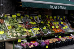 FRUIT AND VEGETABLE SHOP Stock Images