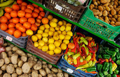 Fruit and vegetable stand Royalty Free Stock Photos