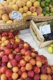 Fruit voor verkoop stock fotografie