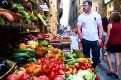 Fruit voor verkoop bij de straatmarkt royalty-vrije stock foto