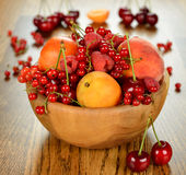 Fruit in wooden bowl Royalty Free Stock Images