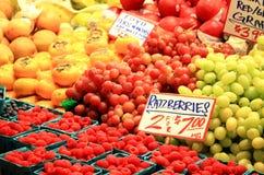 Fruitbox bij Landbouwersmarkt Stock Fotografie