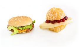 Fruitburger contra el cheeseburger Imágenes de archivo libres de regalías