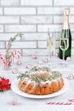 Fruitcake рождества на белом деревянном столе стоковая фотография
