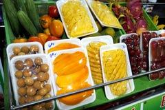 Fruite på hylla Arkivfoto