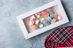 Fruitig Turks die Verrukkingsbroodje in de Doos/de Container of het Pakket van Pastic wordt gevormd stock foto