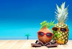 Fruitige vrienden in tropisch paradijs Stock Foto