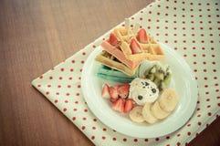 Fruitige wafel met roomijs Stock Afbeelding
