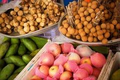 Fruitmarkt in Krabi, Thailand Royalty-vrije Stock Foto's