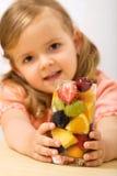 fruits девушка держа меньшее лето салата Стоковое Фото