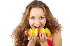 fruits счастливый детеныш женщины портрета удерживания Стоковые Изображения