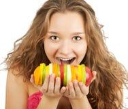 fruits счастливый детеныш женщины портрета удерживания Стоковые Изображения RF