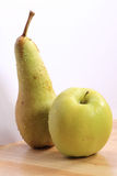 Fruits - Apple et poire Image stock