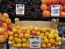 Fruits au marché de Komarovsky dans les visons Belarus Image libre de droits