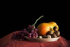 Fruits avec le fond noir images stock