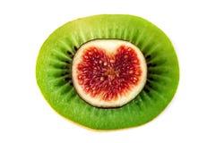 Fruits coupés en tranches Tranches de kiwi vert juteux et de figues rouges image libre de droits