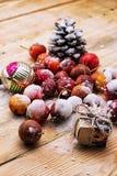 fruits couverts de neige des pommes naines Photo libre de droits