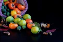Fruits dans le panier Images stock