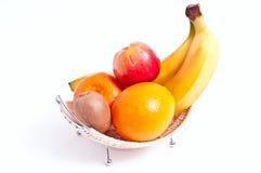 Fruits dans un panier Photos stock