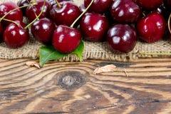 Fruits de cerise avec des lames Photographie stock