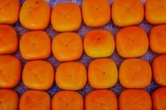 Fruits de kaki de kaki au marché rural Photo stock