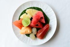 Fruits de la plaque blanche Images stock