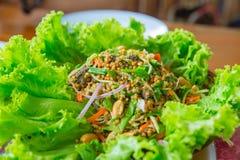 Fruits de mer épicés chauds de crabe en fer à cheval d'oeufs de salade de piment thaïlandais de préparation Photos stock