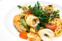 Fruits de mer épicés de spaghetti Images stock