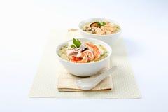 Fruits de mer bouillis de riz dans une cuvette photos libres de droits